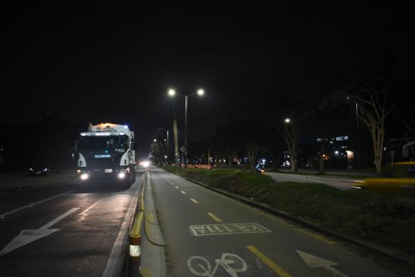 Avanza modernización del alumbrado público en la calle 13