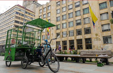 Triciclos complementan servicio de recolección de basuras en la Candelaria