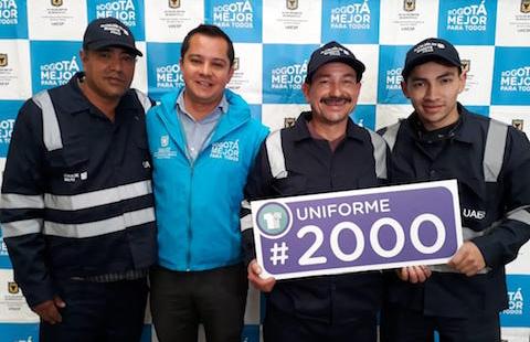 Entrega de uniformes recicladores